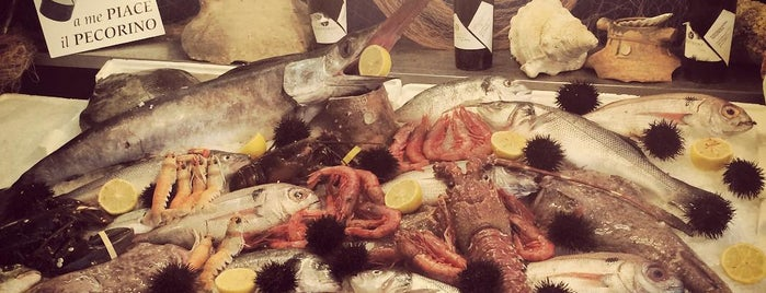 La pescheria ristorante bar is one of Locais curtidos por Emanuele.