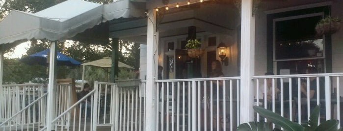 Front Porch Grill & Bar is one of Locais curtidos por Melissa.