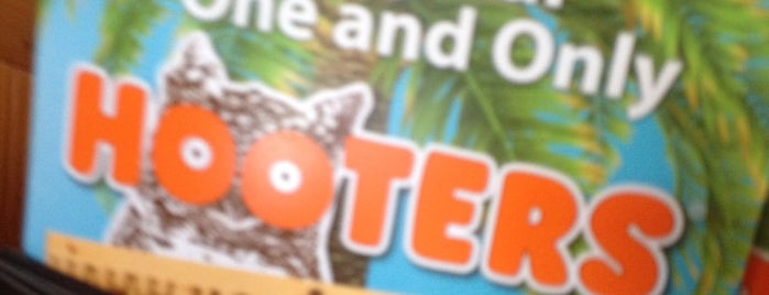 Hooters is one of Julie : понравившиеся места.