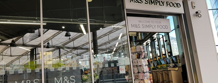 M&S Simply Food is one of Lieux qui ont plu à Carl.
