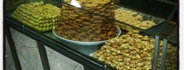 Cafe La Fontaine is one of สถานที่ที่ Abomutaz Alrasheed ถูกใจ.