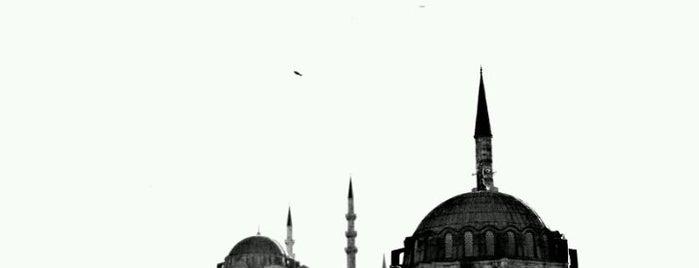 Mezquita de Rüstem Paşa is one of Tarihistanbul.
