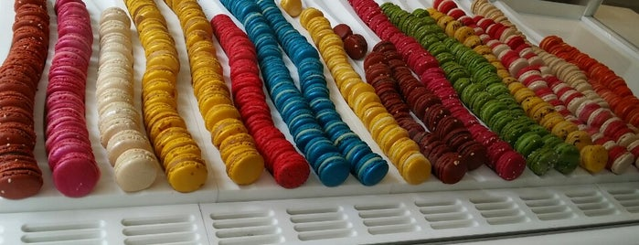 Acide Macaron is one of Bakery in Paris.