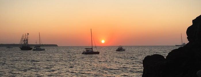 Ammoudi Bay is one of Tempat yang Disimpan Fabio.