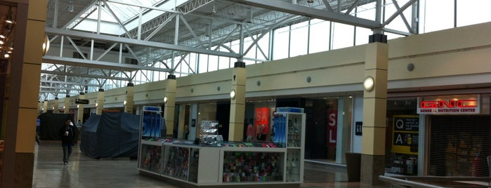 Connecticut Post Mall is one of Lindsaye : понравившиеся места.