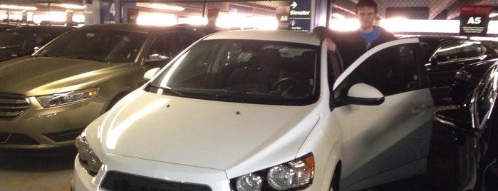 Avis Car Rental is one of สถานที่ที่ Romulo ถูกใจ.
