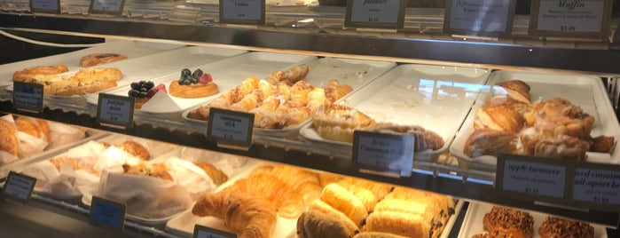 Amelie's French Bakery is one of Posti che sono piaciuti a Holiday.