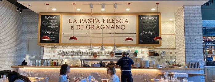 La Pizza E La Pasta is one of Lieux qui ont plu à Stephanie.