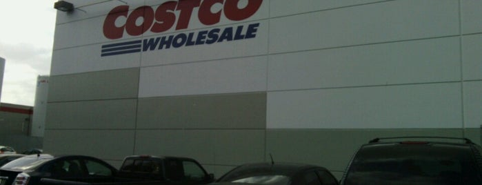 Costco is one of Locais curtidos por Larry.
