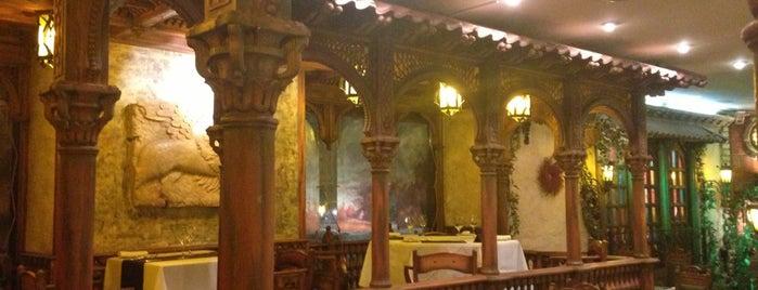Мадридский двор is one of Латиноамериканская и испанская кухня в СПб.