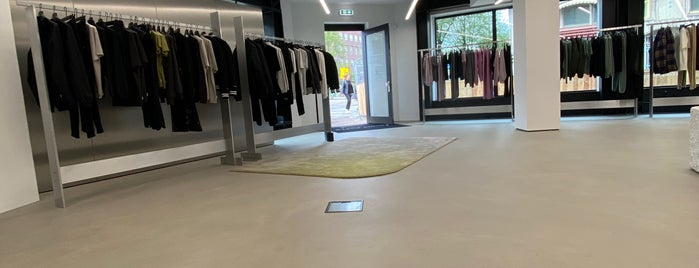 Filling Pieces New Flagshipstore is one of Amsterdam.