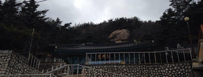 Yongnam Temple is one of สถานที่ที่ David ถูกใจ.