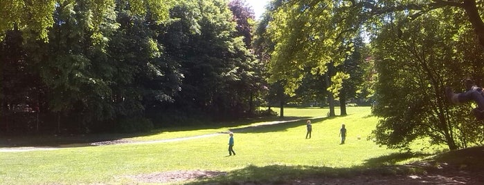 Eppendorfer Park is one of Best sport places in Hamburg.
