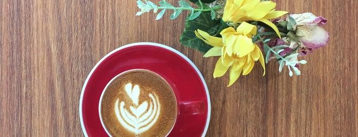 HE.BREWS Coffee Corner is one of Jocelyn : понравившиеся места.