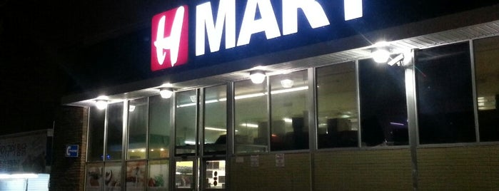 H Mart is one of Locais curtidos por Mei.