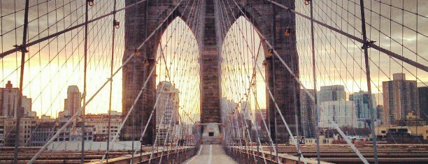 Brooklyn Bridge is one of Tempat yang Disukai Mark.