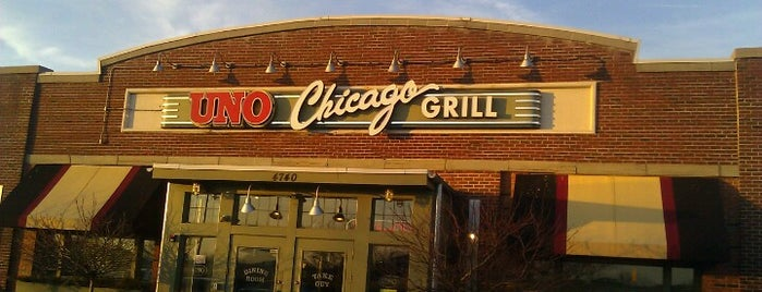 Uno Pizzeria & Grill - Southport is one of Lugares favoritos de David.