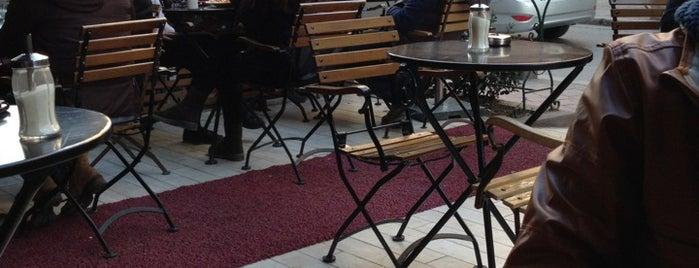 Cafe Firuz is one of İstanbul gezilip eglenilcek yerler.