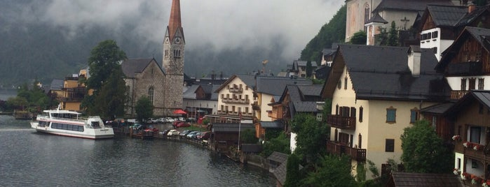 Hallstatt is one of Lieux qui ont plu à Omer.