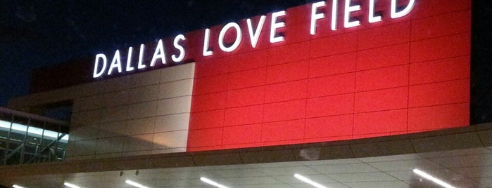 Aeropuerto de Dallas Love Field (DAL) is one of Lugares favoritos de Andrea.
