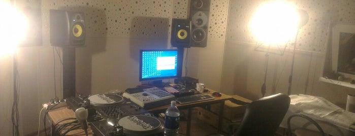 Dee&Kamy Studio is one of สถานที่ที่ Justinas ถูกใจ.