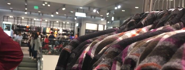 H&M is one of สถานที่ที่บันทึกไว้ของ Cynthia.