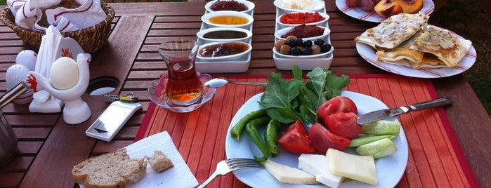 Mercan Köşk Alaçatı is one of Küçük ve Butik Oteller Türkiye.