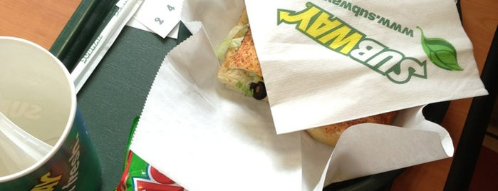 Subway is one of Locais curtidos por ADRY'S.