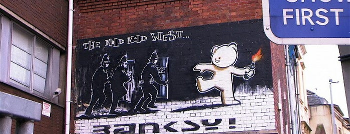 Banksy's 'Mild Mild West' is one of Dmitry: сохраненные места.
