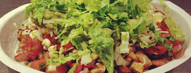 Chipotle Mexican Grill is one of Lugares favoritos de Georgie.