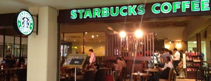 Starbucks is one of Lieux qui ont plu à Winda.