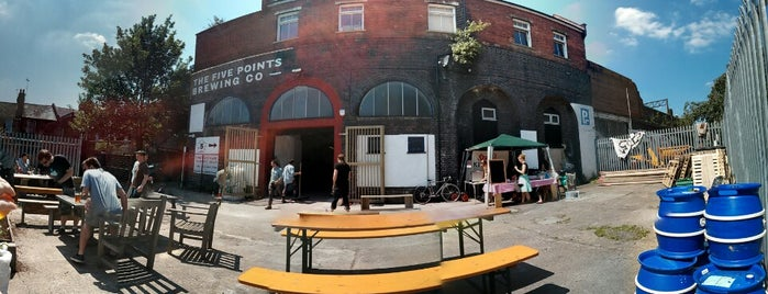 The Five Points Brewing Company is one of Locais salvos de Elliot.