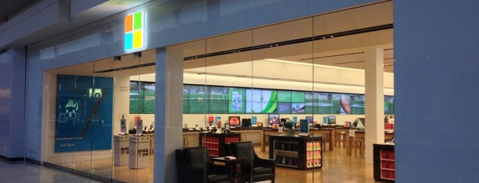 Microsoft Store is one of Locais curtidos por Sunjay.