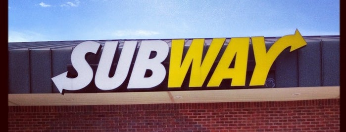 Subway is one of Locais curtidos por Channing.