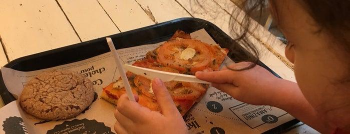 Hank Pizza is one of Paris.