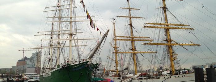 Puerto de Hamburgo is one of Allemagne ♥︎.