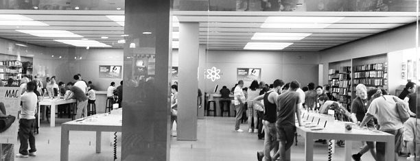 Apple South Coast Plaza is one of Posti che sono piaciuti a Grant.