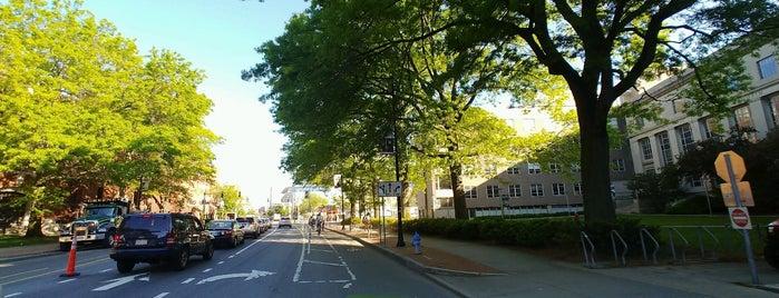 Cambridge, MA is one of Tempat yang Disukai Sarah.