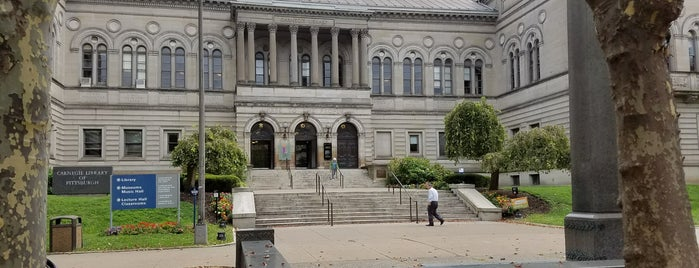 Carnegie Library of Pittsburgh is one of Lieux qui ont plu à Tiona.