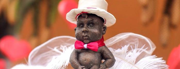 Скульптура Манекен піс / Manneken Pis statue is one of Міні-скульптури. УЖГОРОД!.