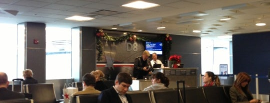 Gate D8 is one of Aeroportos.