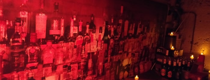 K-Town's Kwik'N'Eazy Kocktail Klub is one of Lieux qui ont plu à Mark.