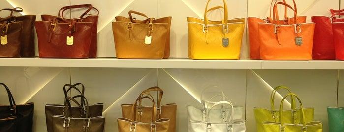 Longchamp is one of Elena: сохраненные места.