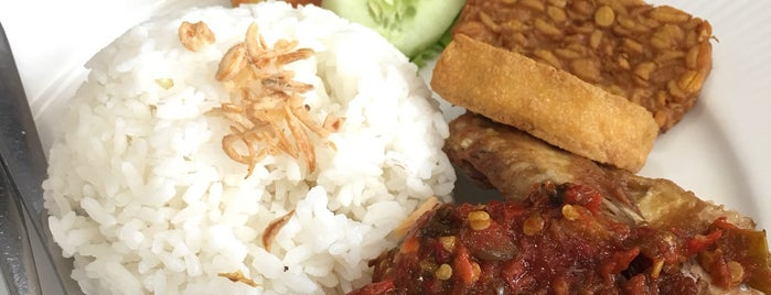 Mandarin Chicken Rice is one of Arthur's Great Place To Eat.