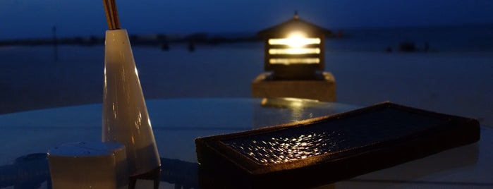 Rice Beachfront Bar + Dining is one of Locais curtidos por Lorraine.