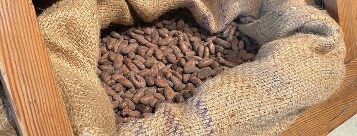Chocolateria Equador is one of Porto.