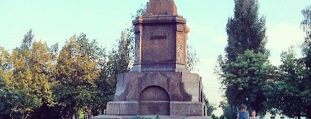 Revolyutsii Square is one of Orte, die Виталий gefallen.