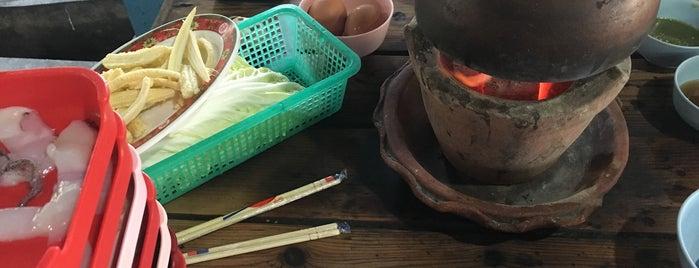 ซุ้ม2หมูจุ่ม มช. is one of Chiang Mai To Do.