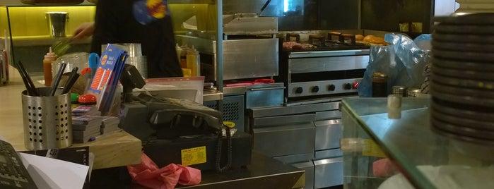 מג'יק בורגר Magic Burger is one of Sharon'un Beğendiği Mekanlar.
