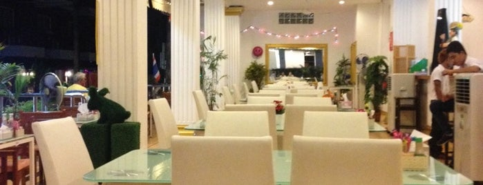 Orange Restaurant European & Thai Food is one of sinan 님이 좋아한 장소.